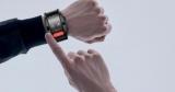 Необычный смартфон-браслет с гибким экраном подешевел с 40 000 рублей до 6700