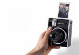 Fujifilm представила новый фотоаппарат мгновенной печати Instax Mini 40 для любителей ретро